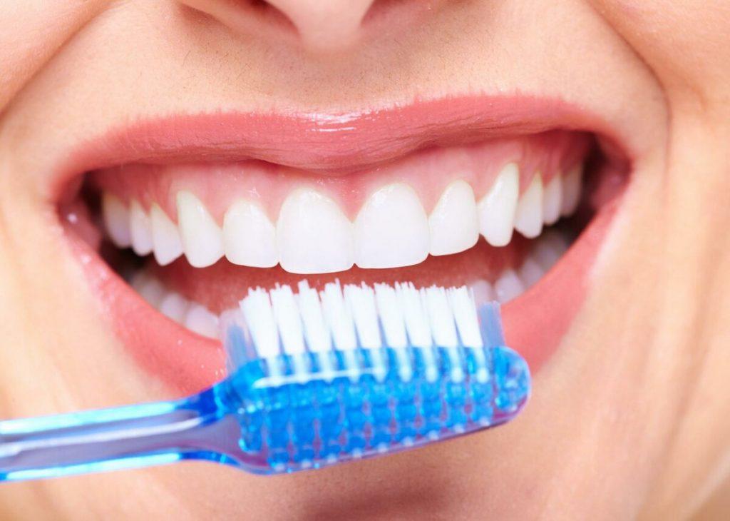Сухая чистка зубов: что это такое и почему она эффективна